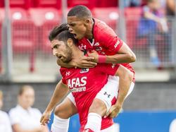 Alireza Jahanbakhsh (l.) heeft de 1-0 op het scorebord gezet tijdens het competitieduel AZ Alkmaar - Willem II (10-09-2016).