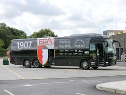 Der Mannschaftsbus des FC Augsburg wurde beschmiert