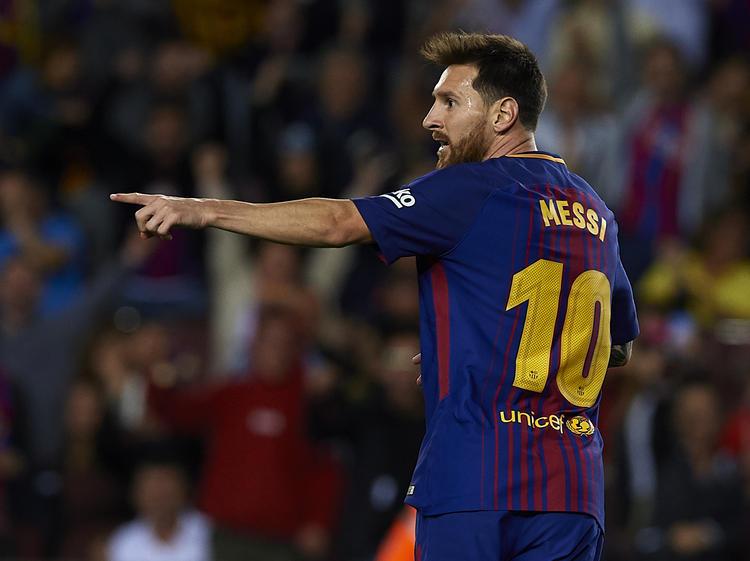 Messi da indicaciones en el encuentro ante el Espanyol. (Foto: Getty)