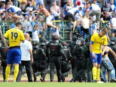 Beim Spiel Rot-Weiß Erfurt 2 gegen 1. FC Lokomotive Leipzig hatten die Sicherheitskräfte alle Hände voll zu tun.