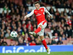 Mesut Özil spielt mit Arsenal im Fernduell gegen Paris um den Gruppensieg