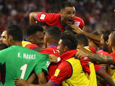 La selección de Costa Rica celebra su triunfo en tierras norteamericanas. (Foto: Getty)