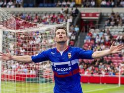 Erik Falkenburg viert zijn gelijkmaker voor Willem II tegen Ajax in de Amsterdam ArenA. (20-08-2016)
