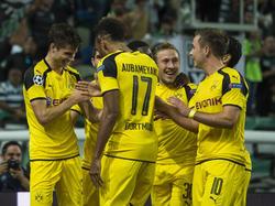 Julian Weigl wird für seinen Treffer gegen Sporting CP gefeiert