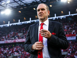Noch hält Jörg Schmadtke an Trainer Peter Stöger fest