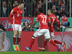 Franck Ribéry (r.) hat Kollege Robert Lewandowski in den höchsten Tönen gelobt