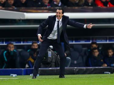 Emery dando indicaciones a los suyos (Foto: Getty)