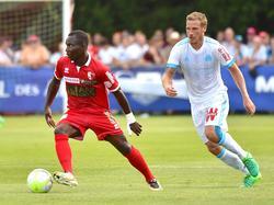 Chadrac Akolo (l.) verstärkt den VfB Stuttgart