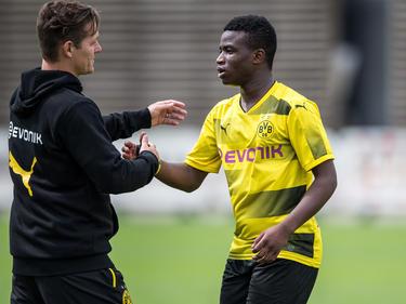 Youssoufa Moukoko (r.) trägt künftig den DFB-Adler auf der Brust