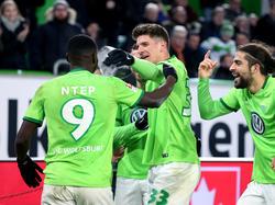 VfL-Neuzugang Paul-Georges Ntep (l.) überzeugte im Spiel gegen den HSV