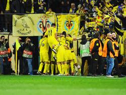 El Villarreal celebra un tanto con su afición en su estadio. (Foto: Getty)