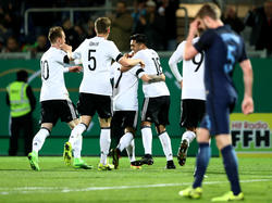 Die deutschen Youngster bejubeln den Führungstreffer im ersten Durchgang