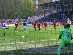 Dimitrij Nazarov traf vom Punkt für seine Auer gegen die Kickers Würzburg
