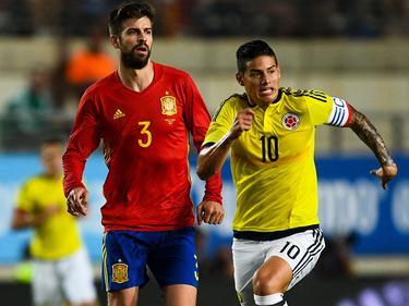 """James y Piqué en el primer partido de la """"gira europea"""" de Colombia (Foto: Getty)"""