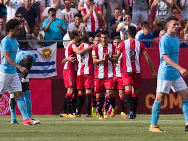 Die Spieler des FC Girona bejubeln einen Treffer im Freundschaftsspiel gegen Manchester City