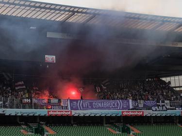 Pyro im Gästeblock des Weserstadions