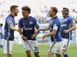 Schalkes Thilo Kehrer (2.v.l.) ist erst 20 Jahre alt