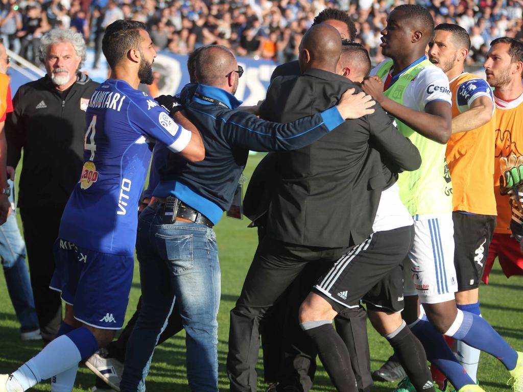 El partido terminó suspendido. (Foto: Getty)