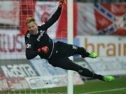 Lukas Königshofer wird dem Hallescher FC aufgrund einer Knieverletzung lange fehlen (4.12.2014)
