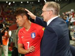 Ulli Stielike (r.) weist Heung-Min Son zurecht