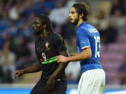 Eder (i.) con la camiseta de Portugal en un duelo amistoso contra Italia. (Foto: Getty)