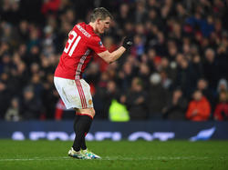 Bastian Schweinsteiger genoss den Abend vor den United-Fans sichtlich