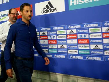 Domenico Tedesco (v.) gab sich bei der Präsentation auf Schalke zurückhaltend