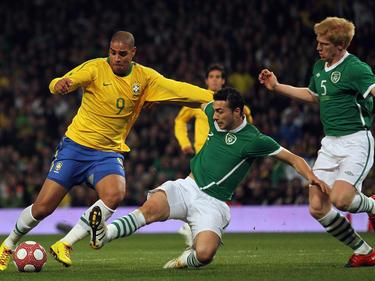 Adriano (l.) im Dress der brasilianischen Nationalmannschaft