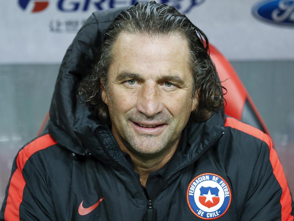 El martes, el entrenador argentino lanzó la lista de convocados que juegan fuera de Chile. (Foto: Getty)