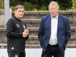 Horst Hrubesch (r.) lobt Nachfolger Stefan Kuntz