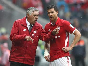 Ein Bild aus vergangenen Tagen: Carlo Ancelotti (l.) und Xabi Alonso beim FC Bayern München
