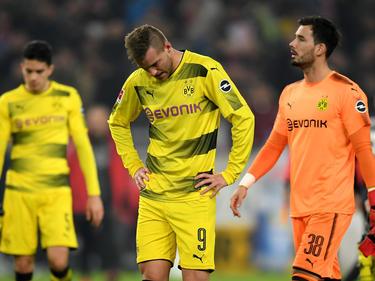 Los jugadores del Dortmund se marchan abatidos por la derrota. (Foto: Getty)