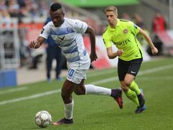 Onuegbu (l.) und Co. unterliegen dem SV Wehen Wiesbaden überraschend