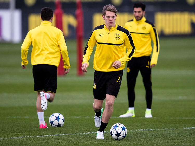 Matthias Ginter (M.) soll weiterhin im Fokus von Borussia Mönchengladbach stehen