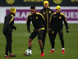 Pierre-Emerick Aubameyang (M.) kehrt nach Suspendierung zurück ins BVB-Team