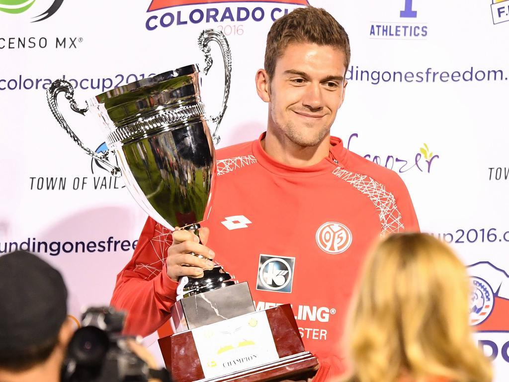 Stefan Bell präsentiert den Colorado-Cup