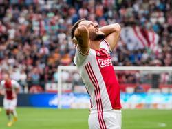 Nemanja Gudelj baalt na het missen van een grote kans tijdens het competitieduel Ajax - Vitesse (11-09-2016).