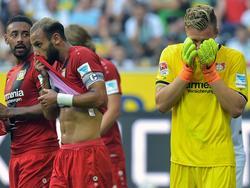 Leno (r.) und Toprak (Mitte) haben keine schlimmeren Verletzungen erlitten