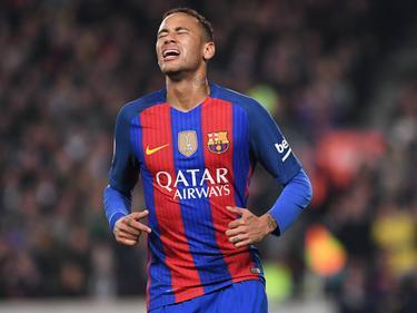 Neymar baalt van een gemiste kans tijdens El Clásico (03-12-2016).
