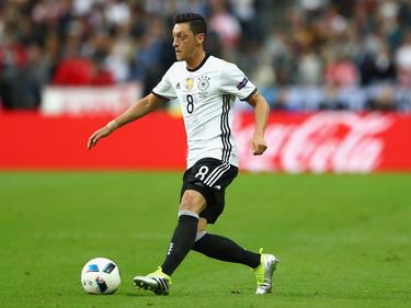 Mesut Özil wird gegen Aserbaidschan spielen können