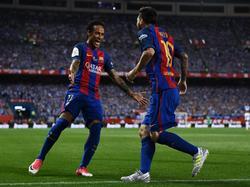 Neymar und Messi (r.) sollen sich für eine Verpflichtung von Ousmane Dembélé einsetzen