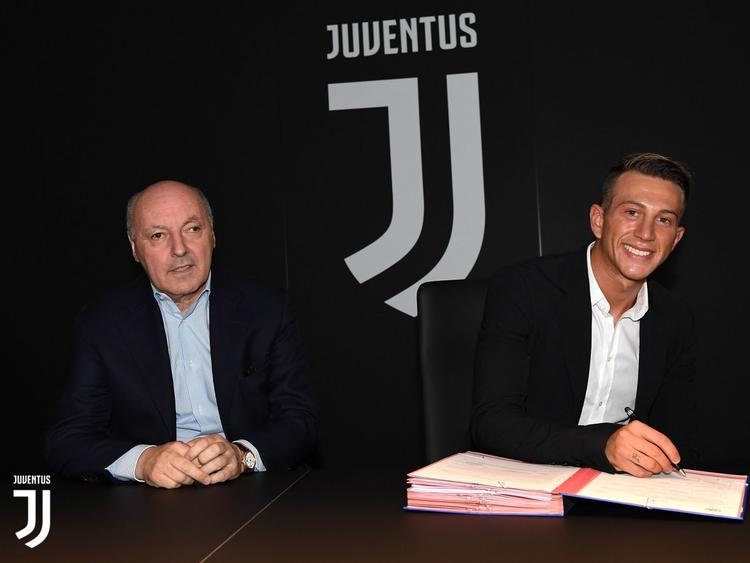 Federico Bernardeschi unterschreibt bei Juventus Turin (Quelle: Twitter / @Juventusfc