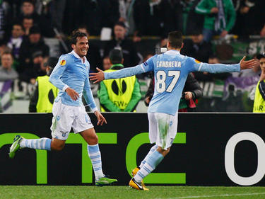 Alvaro Gonzales (izq.) celebra con Antonio Candreva un gol con la Lazio. (Foto: Getty)