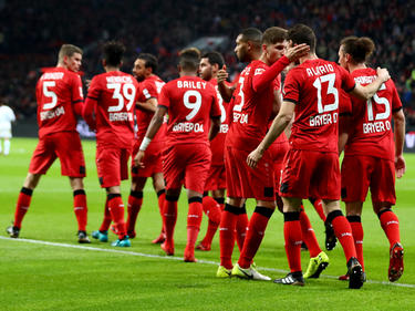 Die Leverkusener jubeln nach dem Goldenen Tor von Lucas Alario