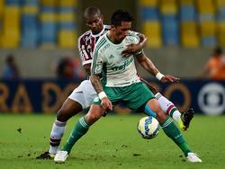 Lucas Barrios (delante) fue el hombre del partido en casa del Fluminense. (Foto: Getty)