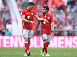 Robert Lewandowski (l.) will die 30 vollmachen