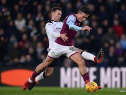Andreas Weimann (l.) erzielte gegen Aston Villa das Führungstor für Derb County