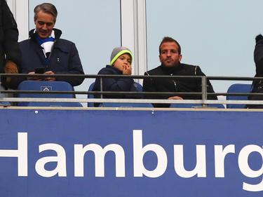 Van der Vaart (r.) wohnt HSV-Spielen nur noch als Zuschauer bei