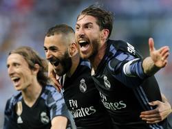 Benzema y Ramos celebran el segundo gol del Madrid en Málaga. (Foto: Getty)