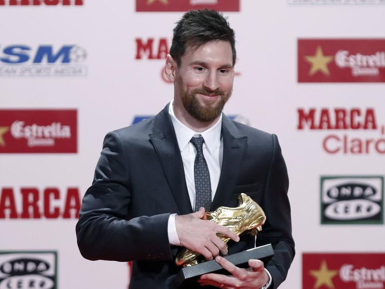 El astro argentino posa con su nuevo trofeo como goleador. (Foto: Imago)
